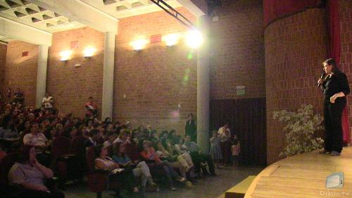 Rosa Jové amb el públic expectant