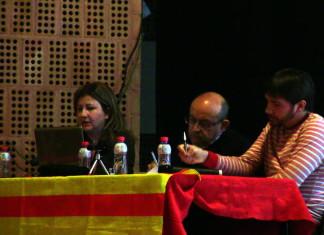 """""""Els retalls estan matant persones"""" Attac i Front Cívic denuncien el deute il·legítim a Castalla"""