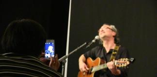 Joan Amèric enamora al públic en la presentació de l'espectacle DIRECTAment a Alcoi