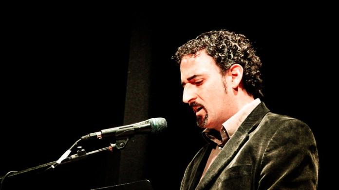 David Vidal recita