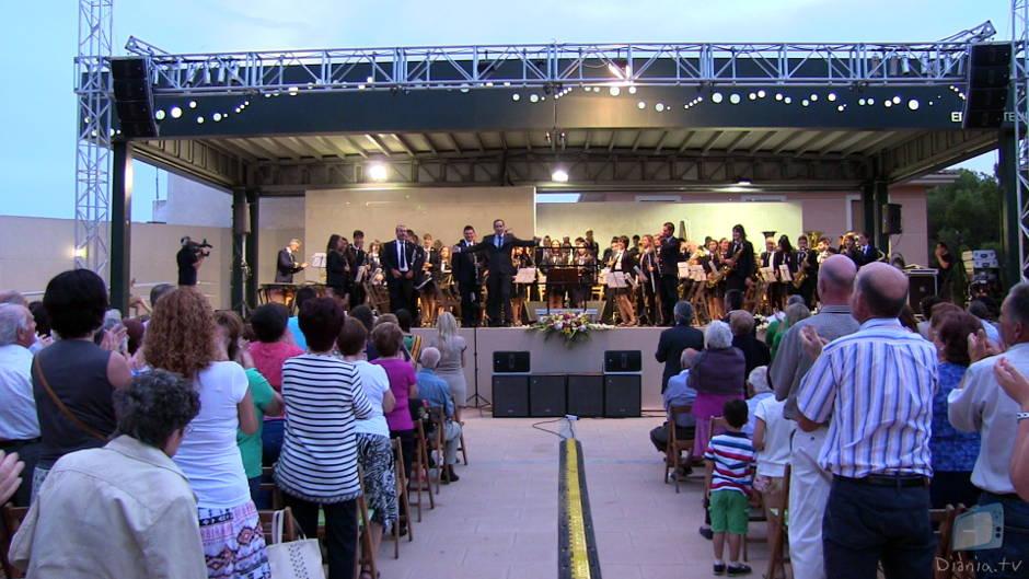 El públic dempeus durant la interpretació de Carmina Burana