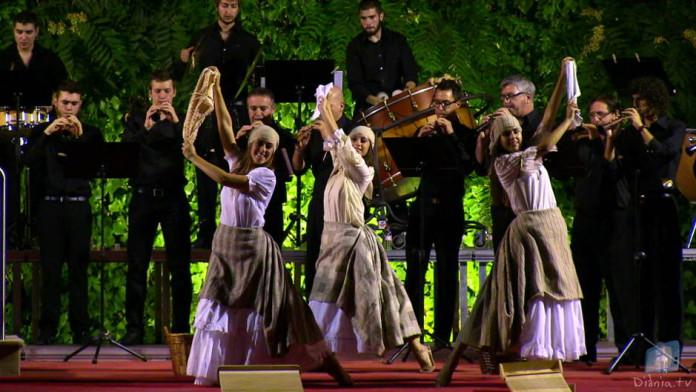 El XI Concert de Festes de la colla Mal Passet ompli el Palau Comtal anunciant les festes de Cocentaina
