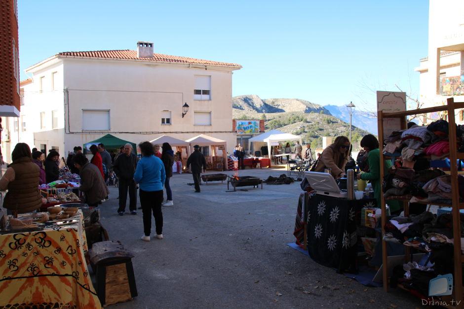 Els joves de Millena estimulen l'activitat del poble amb el I Mercat dels Cauets