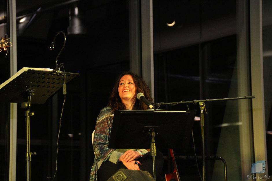 Berta Íñiguez, somriguent