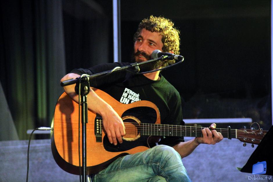 Borja Penalba acompanyà a Andreu Valor durant el concert