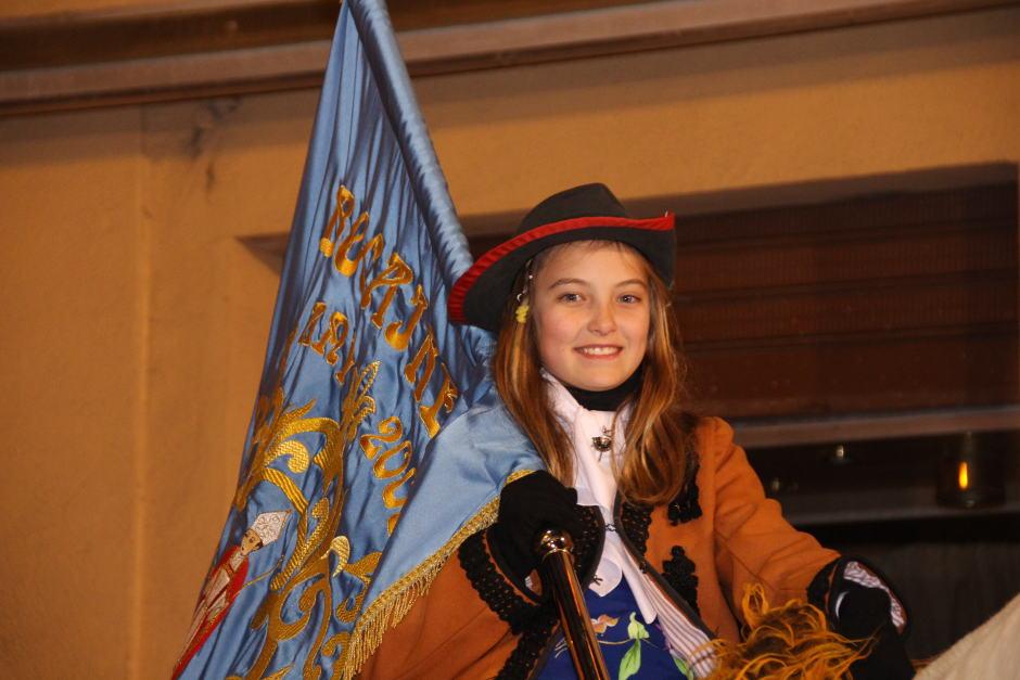 Una jove de la filà Mosqueters de Bocairent