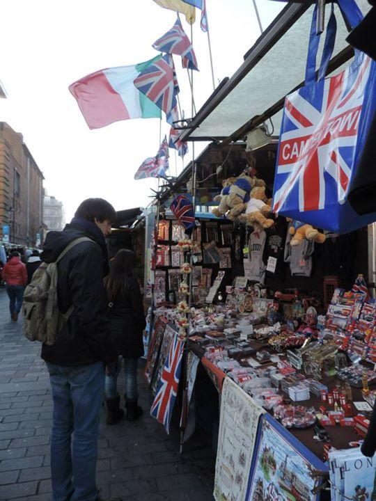 Conrado al mercat Càmdem Town, un lloc característic on es pot tastar menjar típic de qualsevol lloc del món
