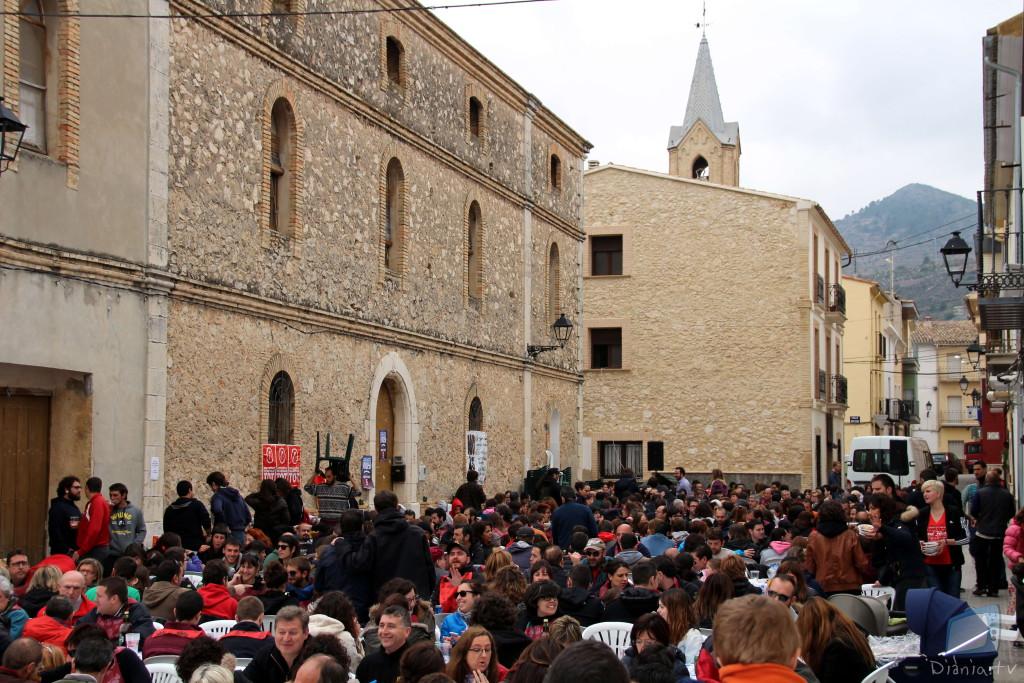 Més de 550 persones s'agermanaren a Beniarrés amb la onzena Calçotada Popular