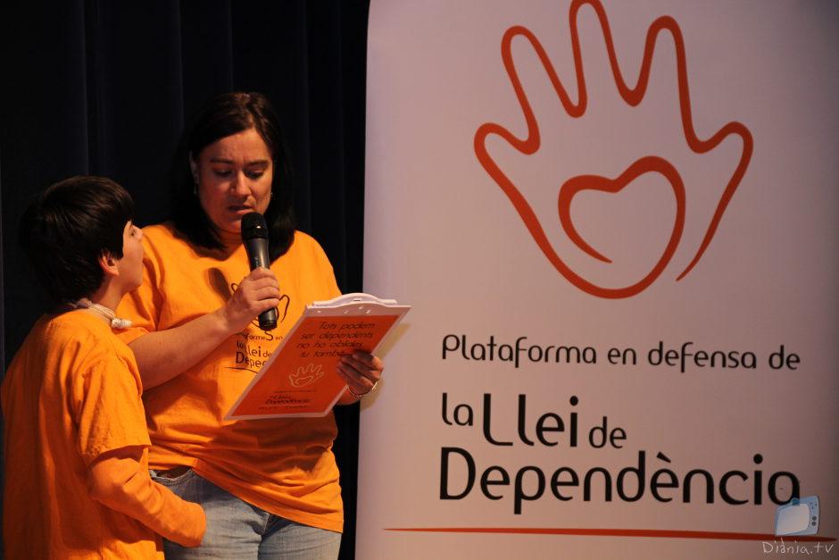 """Un moment de la presentació de la cançó """"Notas de Esperanza"""" de Romu Agulló, dedicada a la Plataforma."""