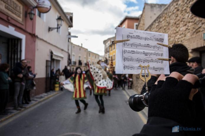El Rei Pàixaro cavalca pels carrers de Biar envoltat de música, festa i 'Germanor'