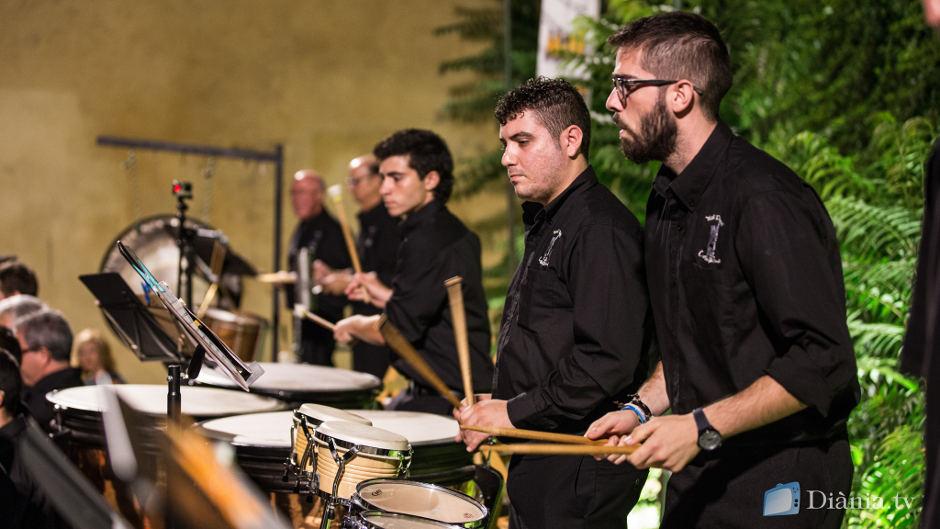 El Mal Passet enalteix la música festera interpretada amb dolçaina i percussió al XIV Concert de Festes